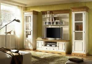 inspirationen wohnzimmer im landhausstil vitrine 1 trg pinie massiv geölt landhausstil bornholm top