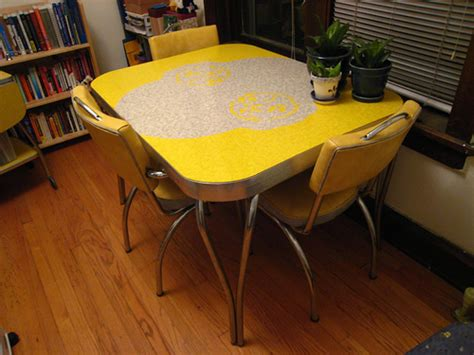 yellow kitchen table and yellow formica table on vintage design seeur