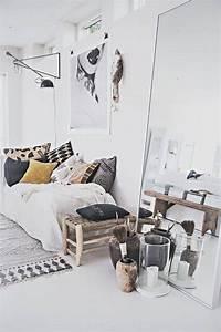 petite deco design projet pour une cuisine design With idee deco entree maison 1 adoptez un miroir rond joli place