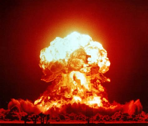 explosion nuclear around congress cut