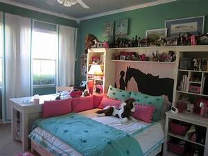 Western bedroom wall decor discount horse home design for Awesome home design ideas with horse decals for walls