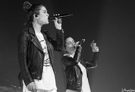 Review Tegan And Sara Return To Seattle For Moore Theatre