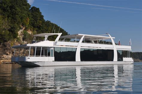 3 Tips for Maintaining Your Sanity on Houseboat Rentals