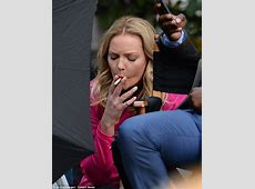 Katherine Heigl takes a cigarette break on set of new show