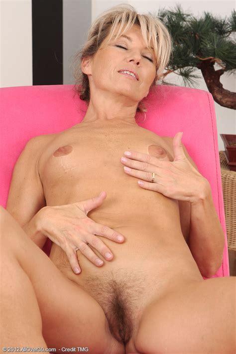 Sexy MILF Darling Display Her Tight Naked Body MILF Fox