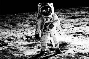 First man on moon, Neil Armstrong, dies at age 82 | The ...