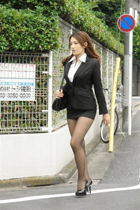 asian classy lady in black pantyhose working girl in