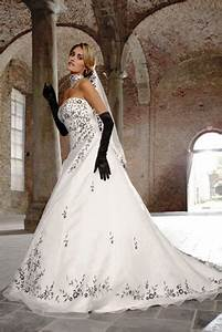 Brautkleid Mit Farbe : hochzeitsf hrer hochzeitsportal alles zum thema hochzeit ~ Frokenaadalensverden.com Haus und Dekorationen