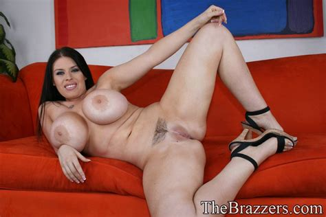 Bbw Milf Daphne Rosen Poses In Lingerie And Get Naked To