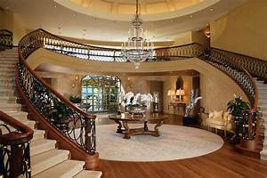 Image Gallery inside a mansion