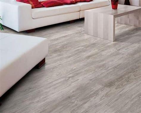 piastrelle linoleum autoadesive pavimenti in pvc o vinile la guida completa