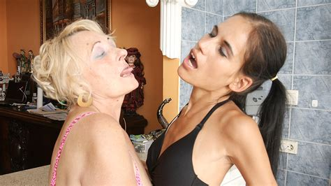 Hot Babe Fisting A Mature Lesbian Porno Movies Watch