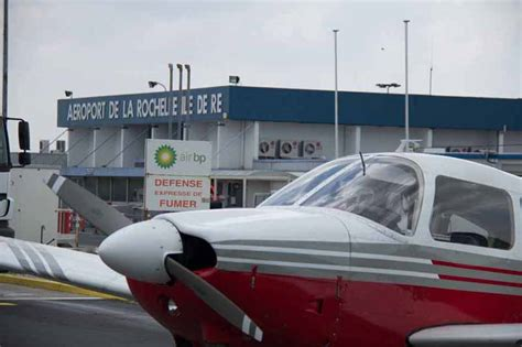 Flight Deck Rochelle Airport by La Rochelle Airport Doesnt Really Offer Much In Terms Of