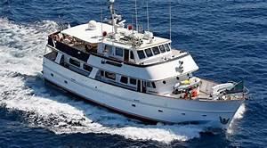 Wooden motor yacht Sai Kung - AM Charter