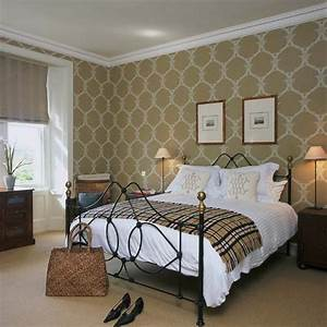 Bedroom with wallpaper grasscloth