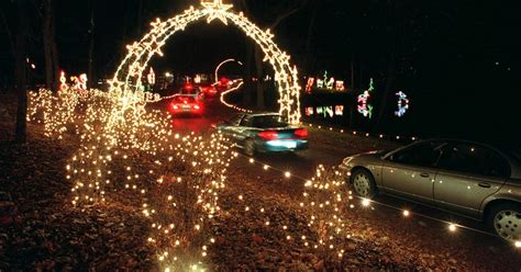 holiday light show   year   cuneo grounds  vernon hills