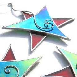 christmas dancing star stained glass ornament red green wire spir