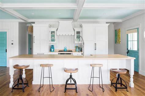 coastal cottage kitchen design turquoise and white cottage kitchen gmt home 5501