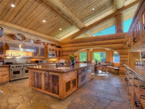 exquisite log home   levels  high quality
