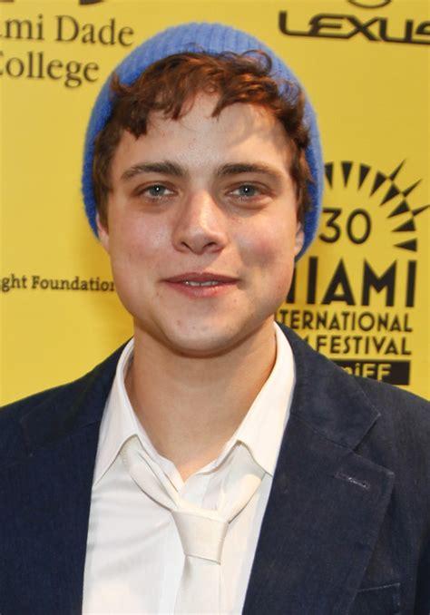 actor jason douglas douglas smith actor wikipedia