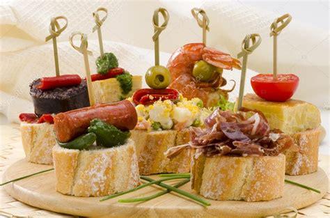 cuisine espagnole tapas cuisine espagnole tapas plateau de montaditos photo