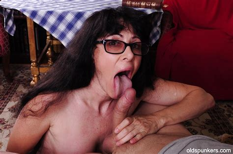 Big Tits Mature With Brunette Hair Tammy Has Sex In Her