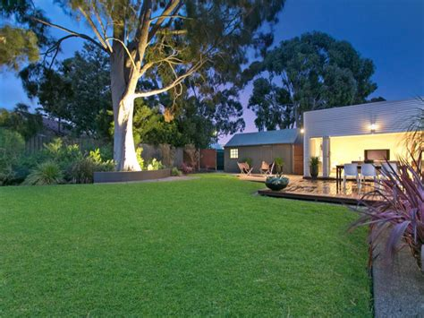 Aussie Backyard - backyard spaced interior design ideas photos and