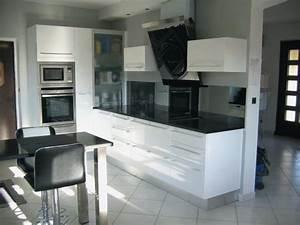 Cuisine Noir Et Blanc : modele cuisine noir laqu bordeaux ~ Melissatoandfro.com Idées de Décoration