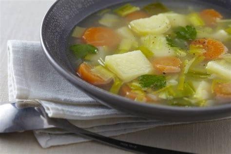 cuisine poireau recette de soupe de légumes facile et rapide