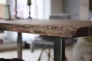 Esstisch Mit Natürlicher Baumkante : homestory massivholzesstisch mit baumkante ~ Michelbontemps.com Haus und Dekorationen