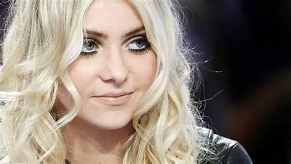 Momsen Taylor Background Wallpapers Waite Beverly Pretty