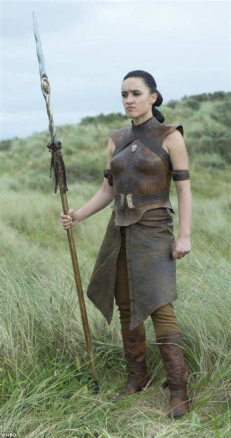 new zealand actress in game of thrones whale rider s keisha castle hughes shows off game of