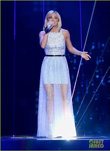 Carrie Underwood Gives Stunning Final Performance on ...