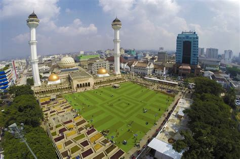 gambar masjid raya bandung jadwal pengajian hotel