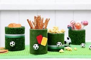 Fussball Kinderzimmer Ideen : fu ball party kunstrasen deko diy basteln mit kindern kindergeburtstag produziert f r ~ Markanthonyermac.com Haus und Dekorationen