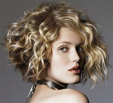 25+ Best Curly Short Hairstyles For Round Faces Fave