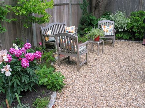 25 Pebble Garden Decoration Ideas