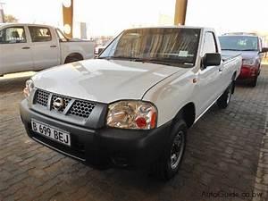 Used Nissan Hardbody Np300