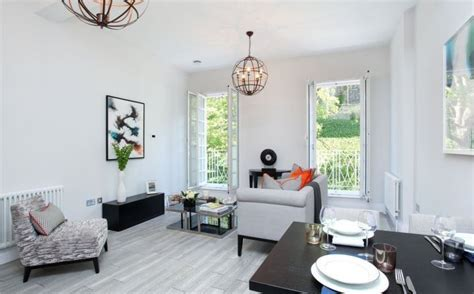 Beautiful Contemporary Small Apartment with View of
