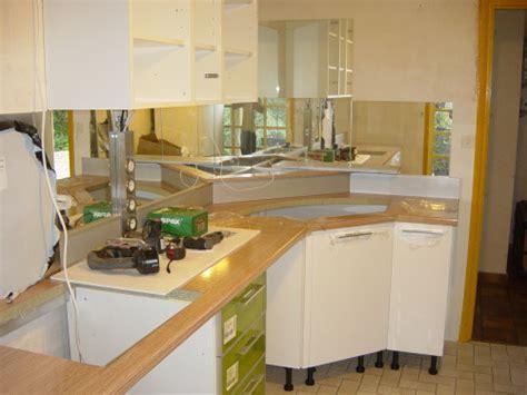evier de cuisine d angle crédence miroir et solution d 39 angle pour cette cuisine