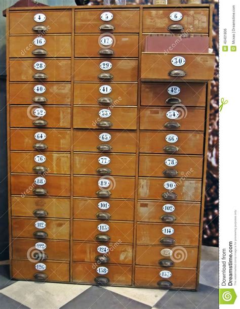 bureau en bois a vendre classeur en bois a vendre mzaol com