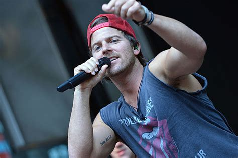 Kip Moore Explains His Red Hat