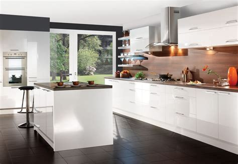 howdens cuisine howdens gloss 8 unit kitchen supplied and fitted 3 800 00