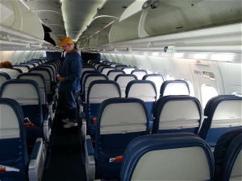 delta 717 cabin delta 717 200 seats ride and impressions ren 233 s