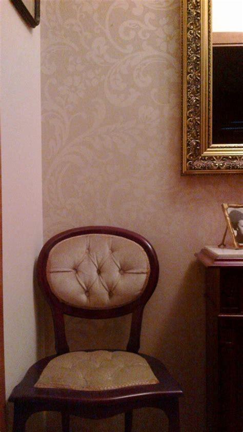 papel pintado recibidor clasico color beige reformas  decoracion de interiores en leon