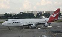 File:Qantas Boeing 747-400, SIN.jpg - Wikimedia Commons