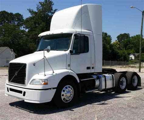2012 volvo big rig volvo vnm64t200 2012 daycab semi trucks