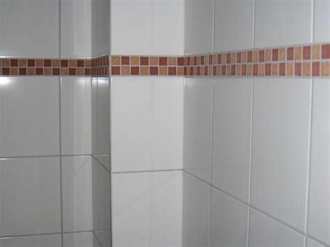 Badezimmer Fliesen Mit Bordüre by Bad Beige Fliesen Mit Bordure Wohndesign