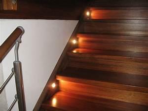 Led Beleuchtung Treppenstufen : treppenbeleuchtung mit einbauleuchten hausbau ein baublog ~ Sanjose-hotels-ca.com Haus und Dekorationen