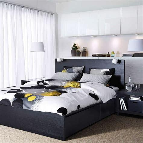 chambre avec rangement tête de lit avec rangement pour une chambre plus organisée